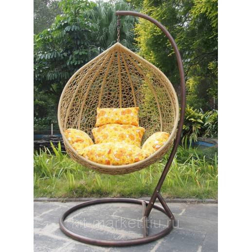 Плетеное подвесное кресло на дачу