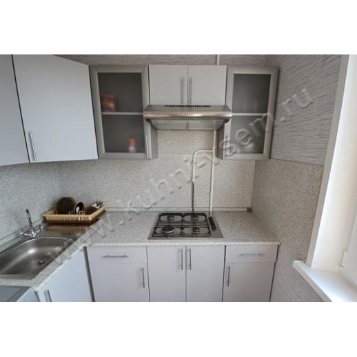Угловая кухня из ЛДСП EGGER, с фасадами белого цвета