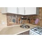 Небольшая угловая кухня «Кареглазка» со встроенной посудомоечной машиной
