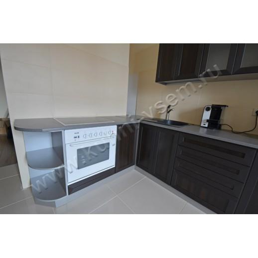 Угловая кухня с фасадами из рамочной МДФ «ВЕНГЕ»