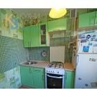Небольшая прямая кухня из МДФ-ПВХ салатового цвета